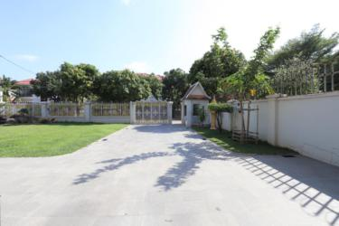 Cambodia Janusz Drag Villa Chroy Changvar (6)