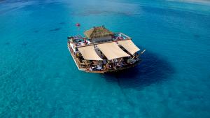 Cloud 9 Floating Pizza Bar Fiji